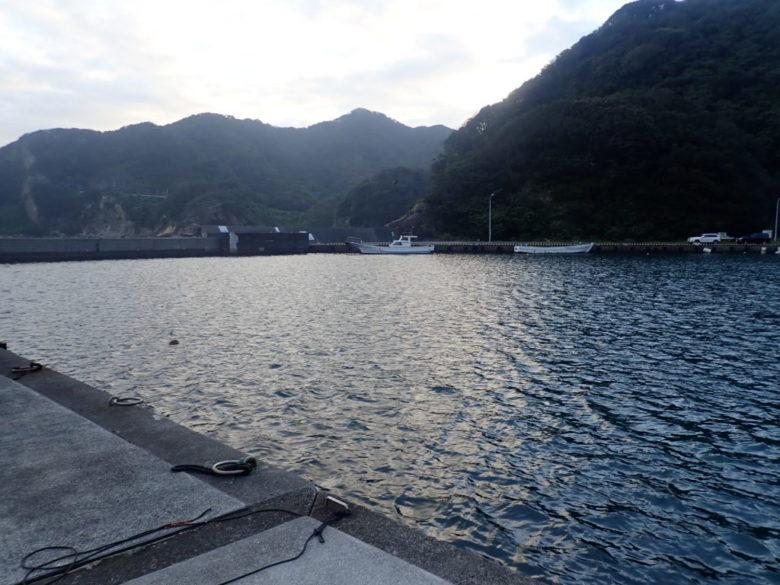 妻良港 南側堤防